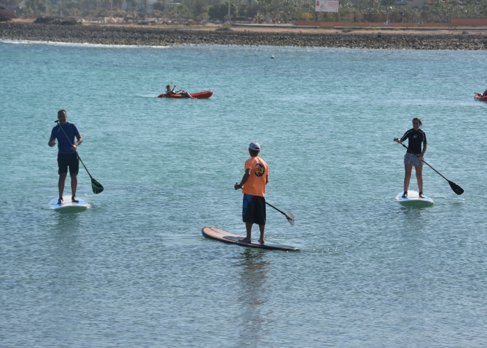 Aprende el Stand Up Paddle en las aguas claras de Fuerteventura