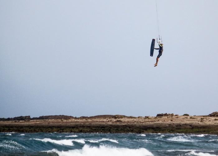 Aprovecha del viento en El Médano y descubre el Kitesurf
