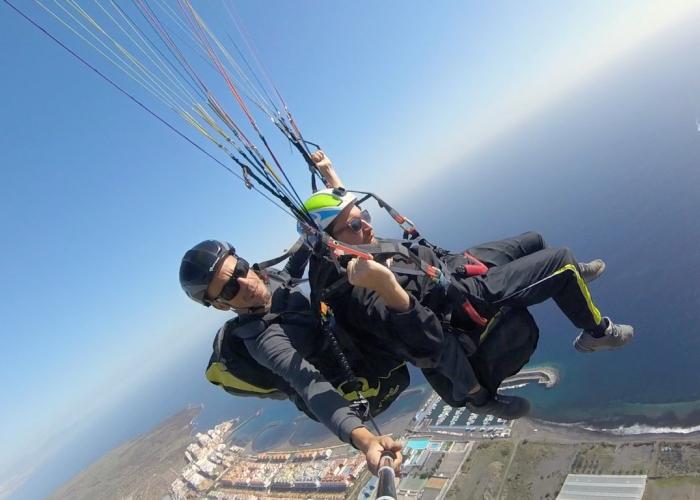 Disfruta de una experiencia de parapente extraordinaria en un vuelo biplaza