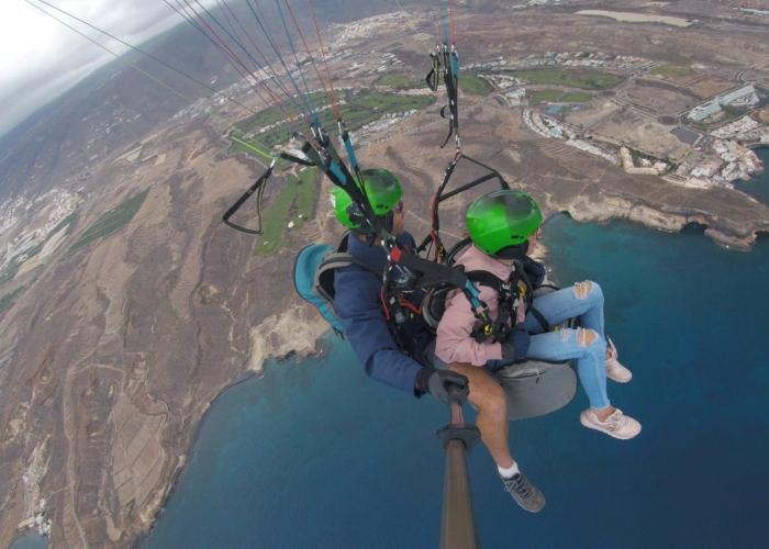 Disfruta la sensación del vuelo libre en parapente