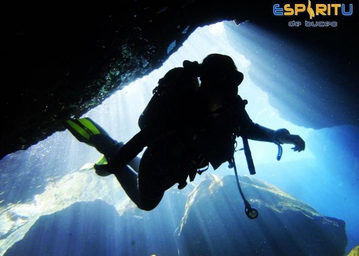 Dive deeper with an Advanced Adventurer course