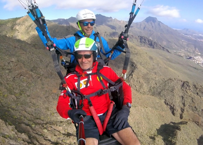 Enjoy an extraordinary paragliding experience during this tandem flight