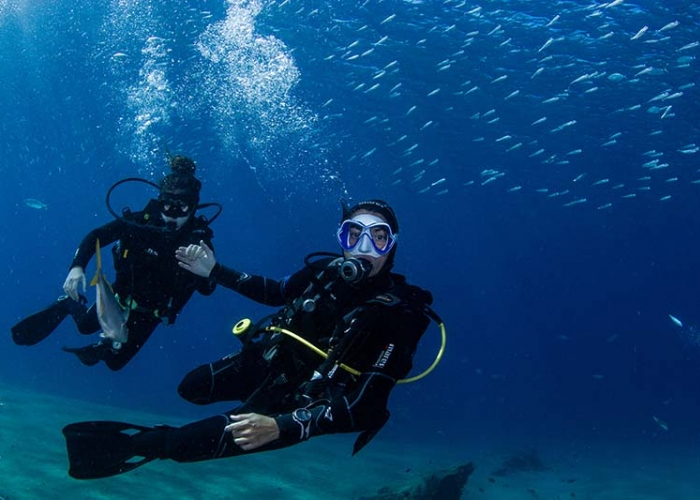 Experience breathing underwater and discover scuba diving in Lanzarote