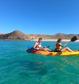 Kayak y snorkel en las cristalinas aguas de Lanzarote