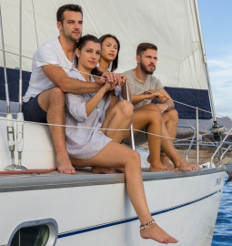 Paseo de 3 horas en velero y avistamiento de ballenas y delfines
