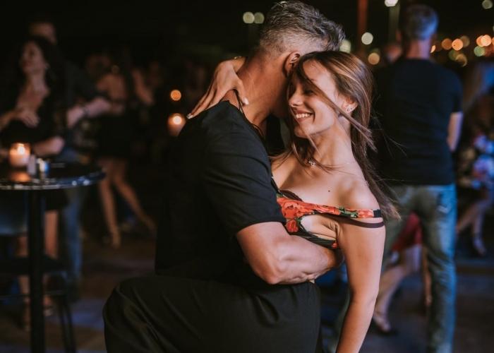 Prueba un baile emocionante con una experiencia de Salsa