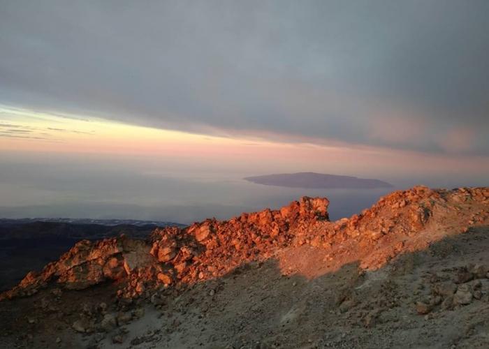Vea el amanecer desde lo más alto con una caminata al pico del Teide